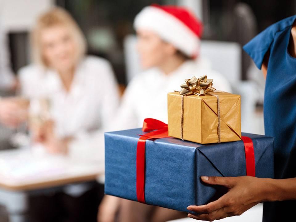 Можно ли передаривать подарки: 20 правил и примет
