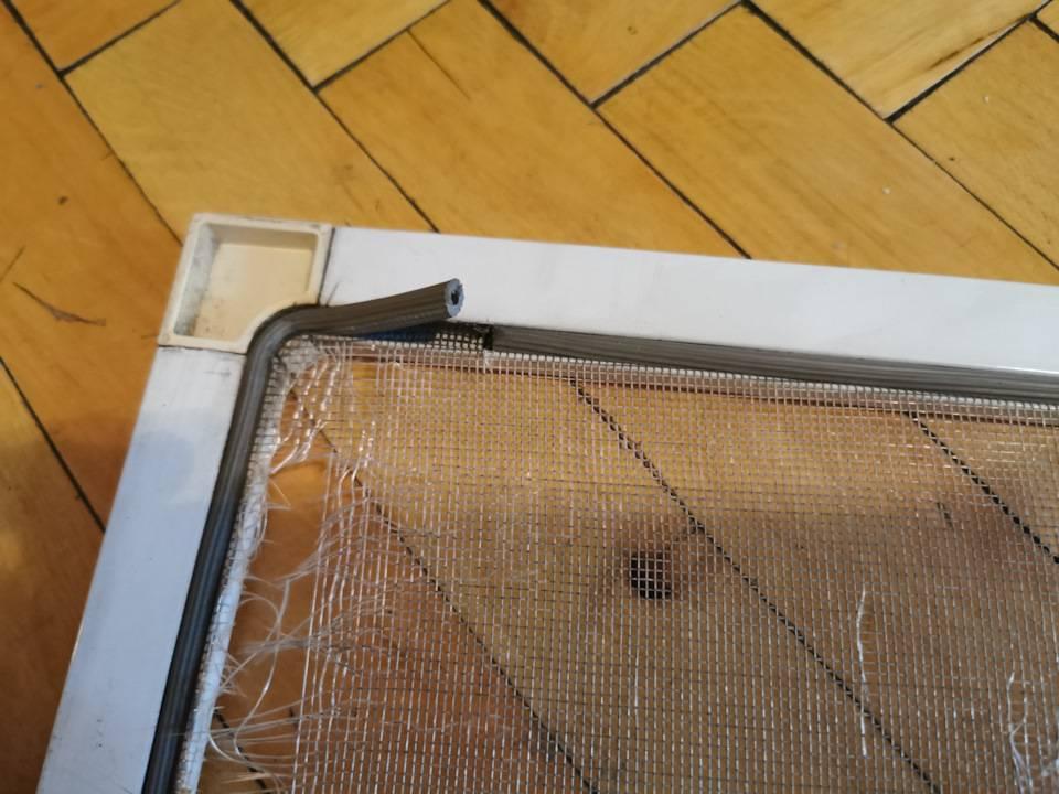 Ремонт москитных сеток на пластиковых окнах самому
