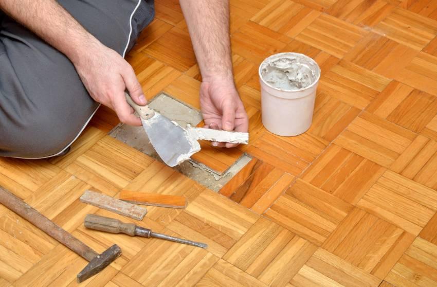 Как выровнять деревянный пол в квартире, в том числе не срывая доски: какие есть способы выравнивания и как произвести работы своими руками?