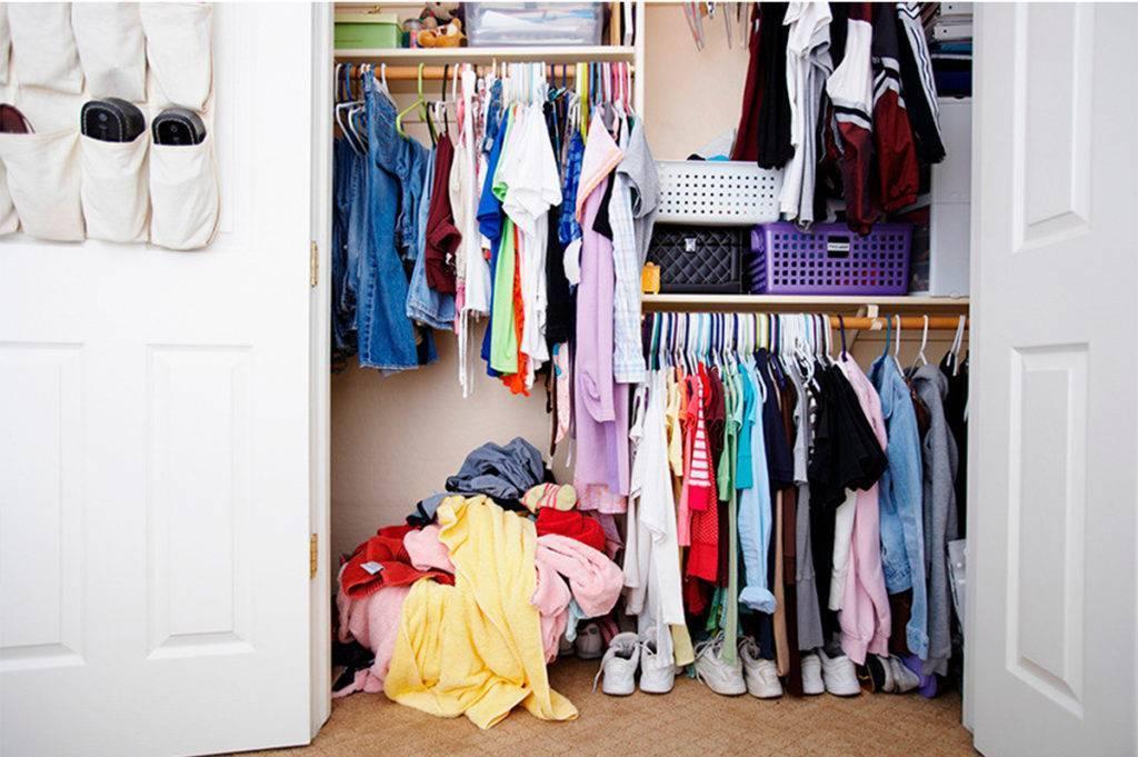 Если нет шкафа: несколько интересных идей для хранения одежды и обуви