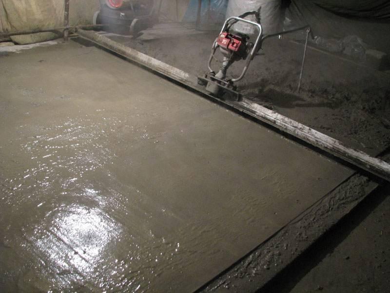 Как делается бетонная стяжка пола: технология работ + рецепты замеса бетона