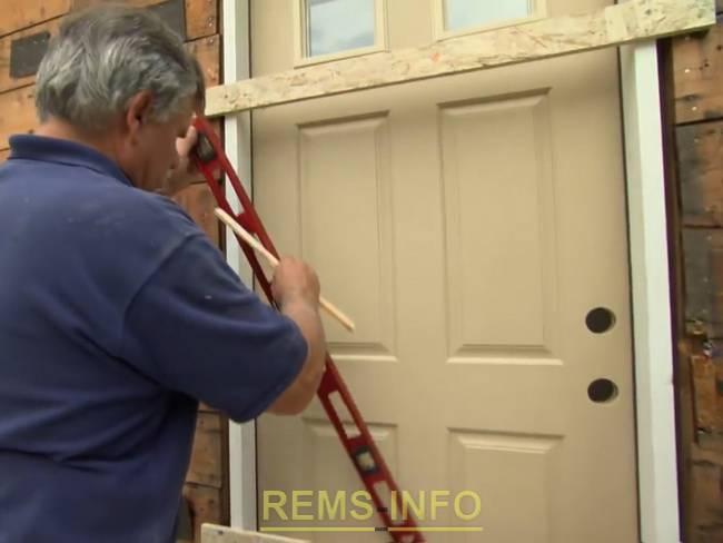 Без перекоса: как выровнять металлическую дверь на входе | stroimass.com