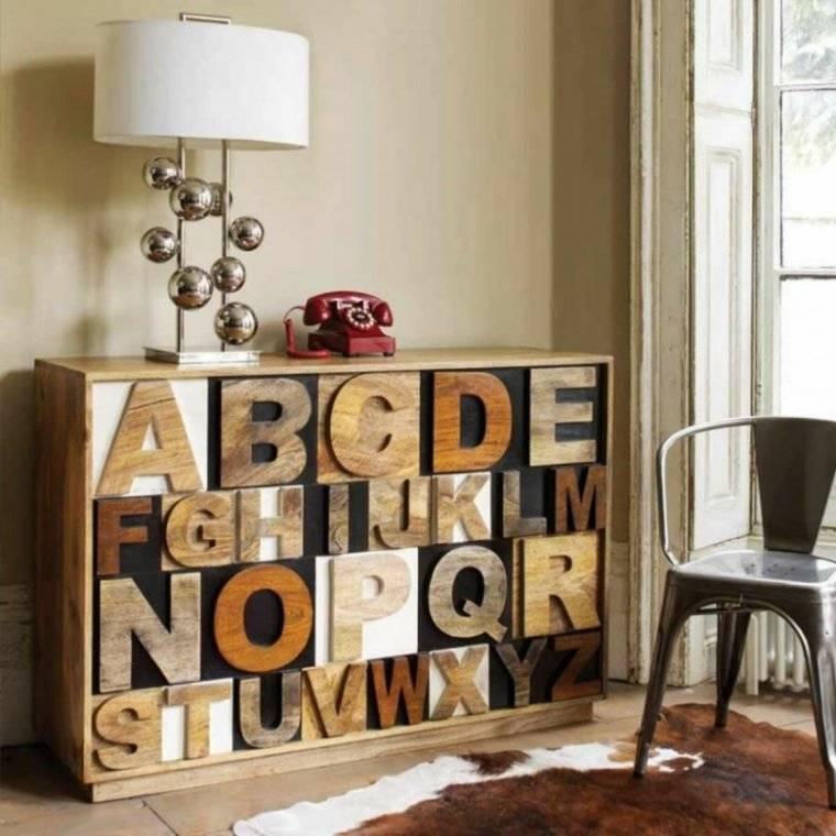 Декоративные буквы на стену для украшения интерьера, способы расположения и места размещения - 27 фото