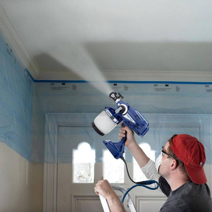 Технология покраски потолка, как рассчитать расход краски, преимущества акриловой, вододисперсионной и масляной, как подобрать дизайн поверхности, подробное фото и видео