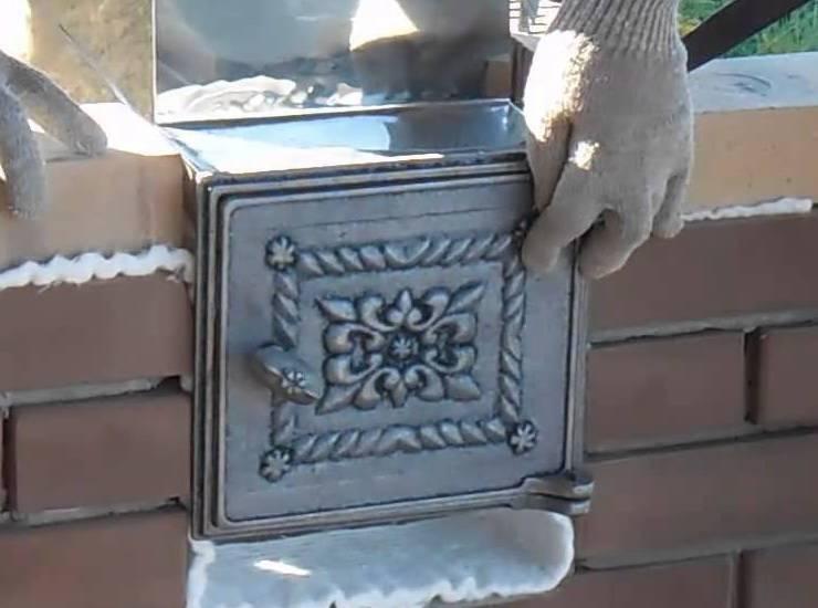 Дверцы для печей и каминов из чугуна, стали, стекла: как выбрать и установить своими руками