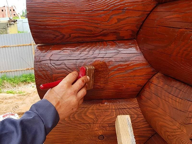 Покраска сруба внутри и снаружи: шлифовка, пропитка и нанесение состава