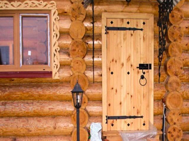 Выбираем правильные деревянные двери для бани