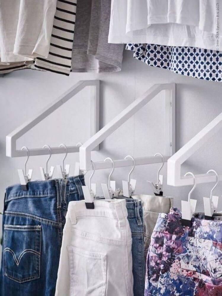 Где хранить зимние вещи в маленькой квартире и как найти подходящее место?