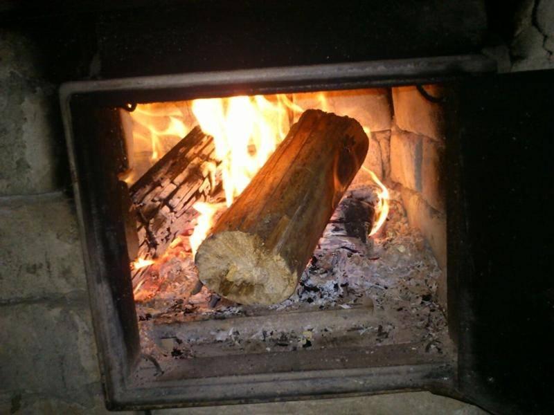 Как разжечь сырые дрова в печи, в костре, простые способы
