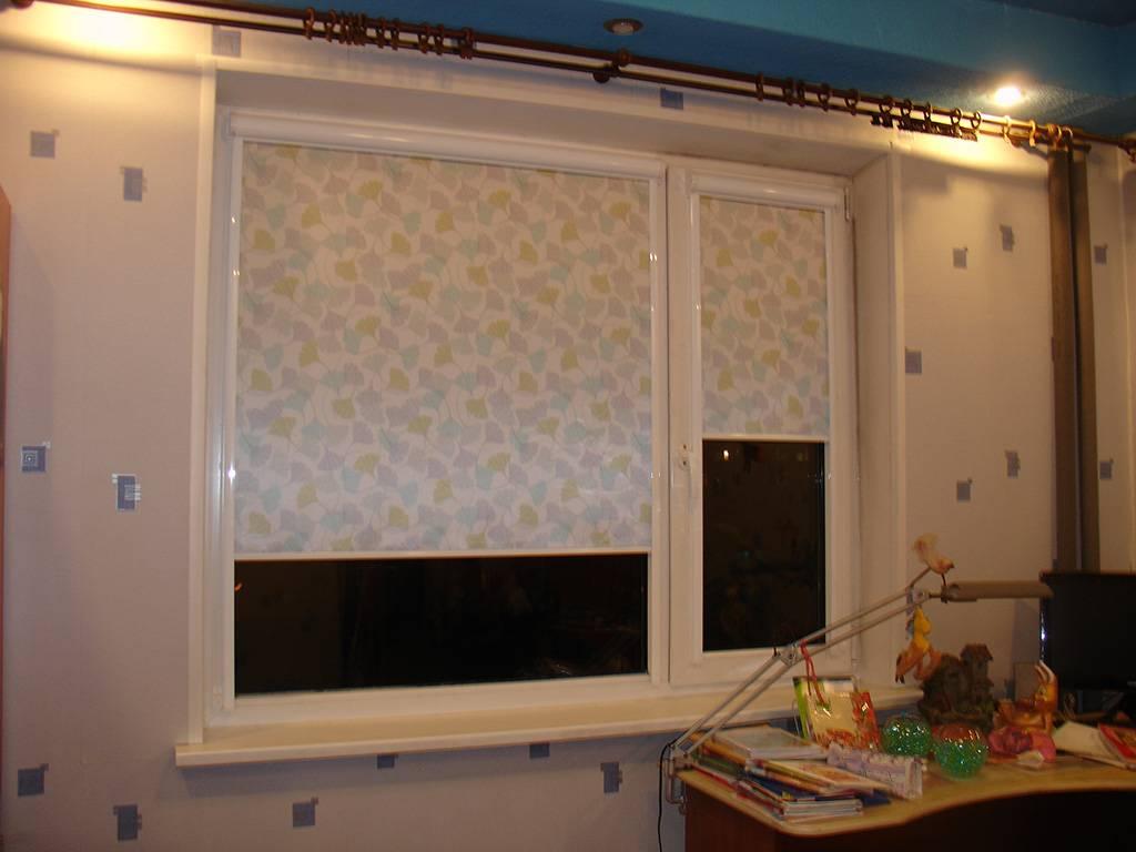 Рулонные шторы на балконную дверь (29 фото): выбираем пвх модель на дверной балконный проем и вместо шторы в гардеробную