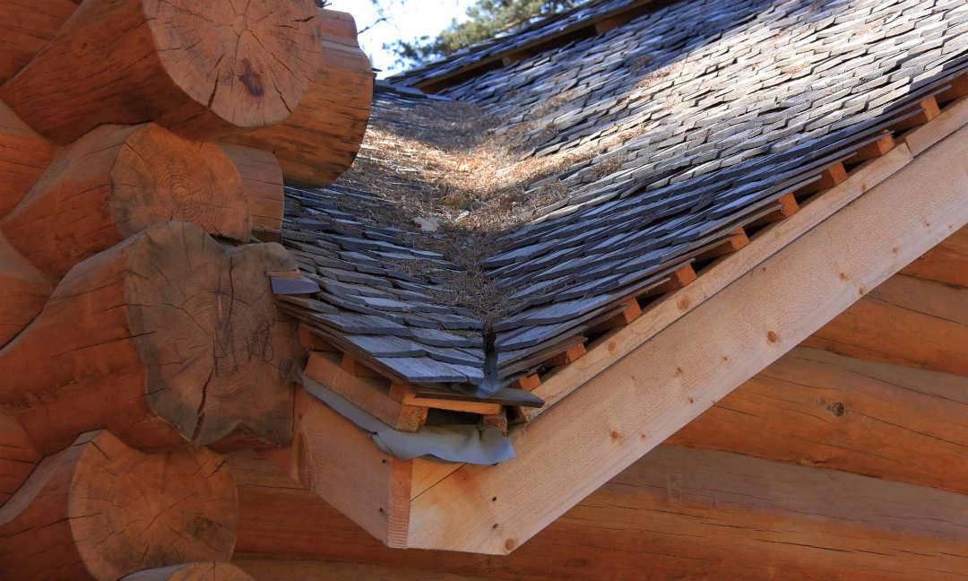 Деревянная кровля: как из осиновой колоды сделать крышу для дома