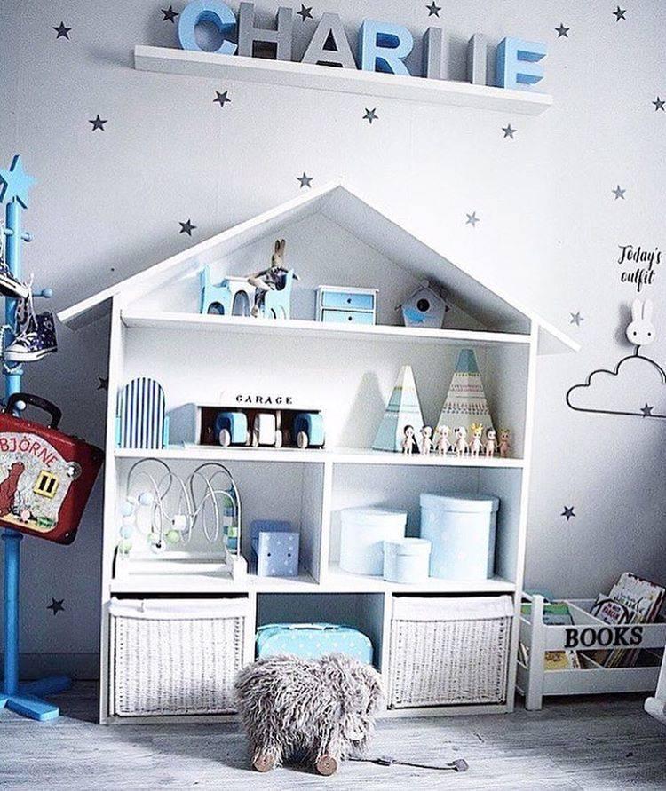 Полки в детскую комнату — как оформить и сочетать в интерьере? (45 фото)
