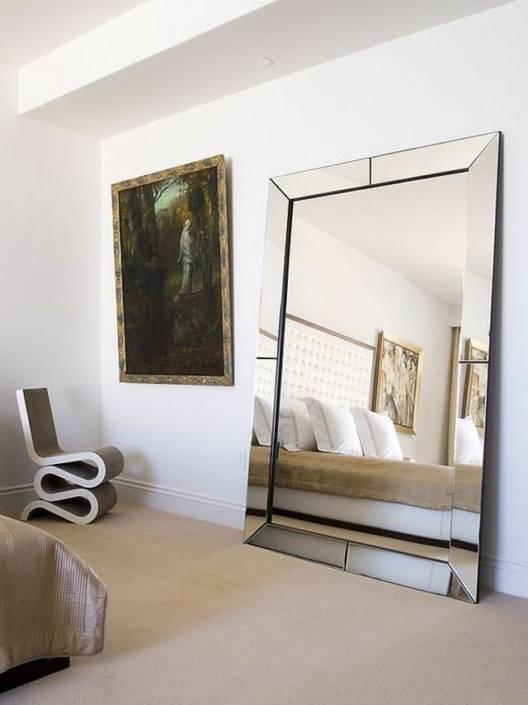 Зеркало напротив кровати в спальне: суеверия и реальность