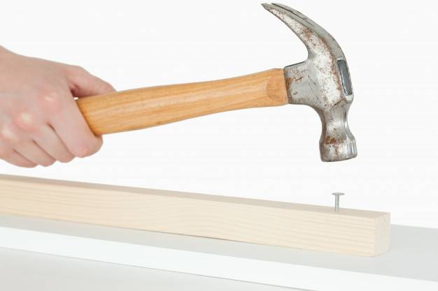 Как правильно забивать гвозди: технология и полезные рекомендации