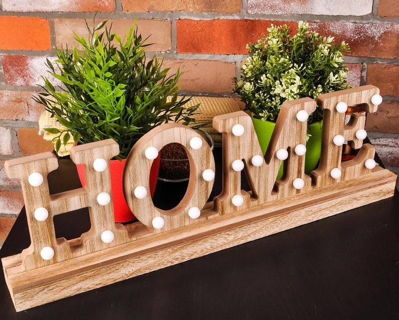 11 примеров использования декоративных букв на стене